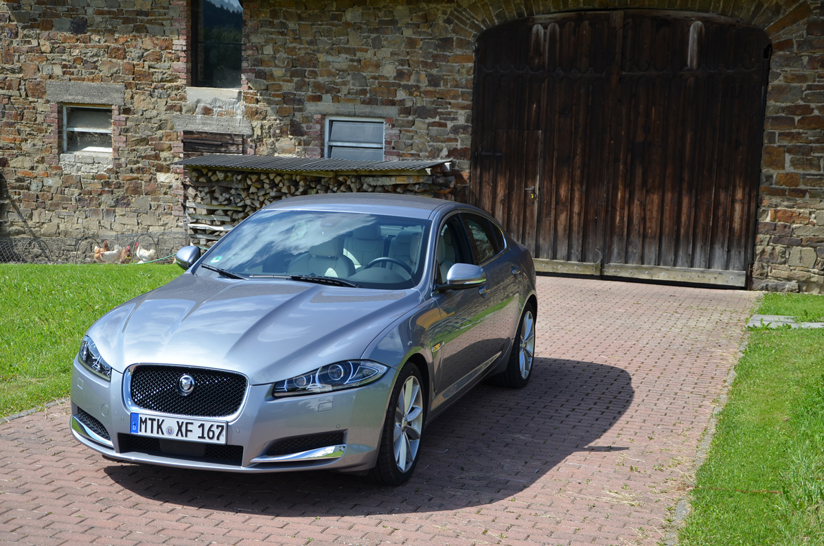jaguar-xf_bloglight